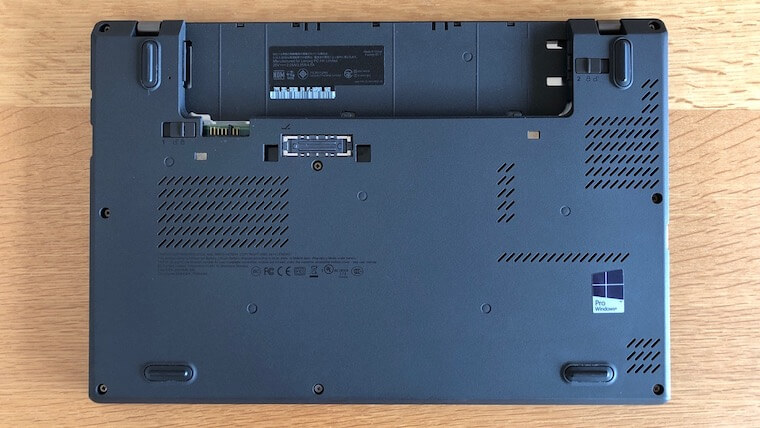 ThinkPad X250:リアバッテリーを外す