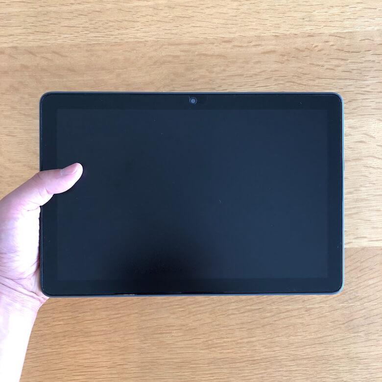 Fire HD 10 Plus:片手で持った場合(横持ち)