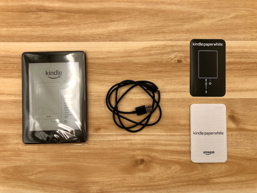 Kindle Paperwhite(第10世代):同梱物(Kindle本体、USBケーブル、説明書)